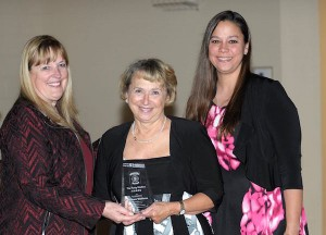 Marcia Pescitani presents award to LFVFRC EMT Barbara Williams